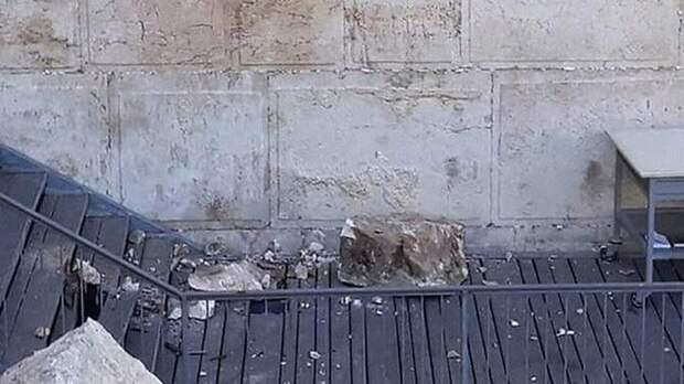 Выпавший из Стены Плача стокилограммовый камень едва не убил женщин