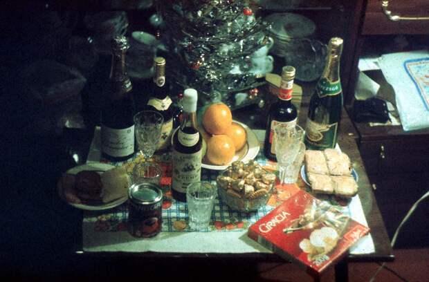 Нищета и бедность советского новогоднего стола.