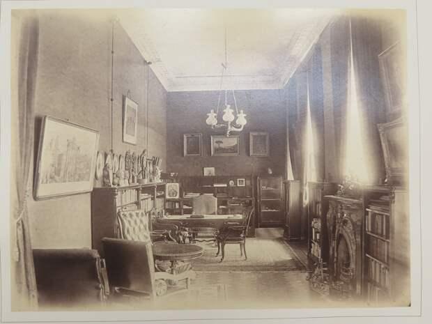 Строгановский дворец. Интерьер большого кабинета графа С.Г.Строганова