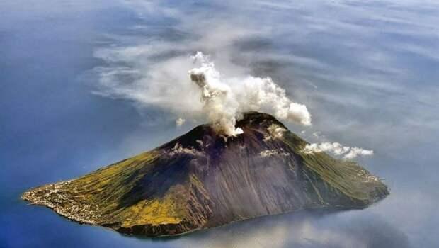 Рождение земли: 7 потрясающих снимков островов-вулканов
