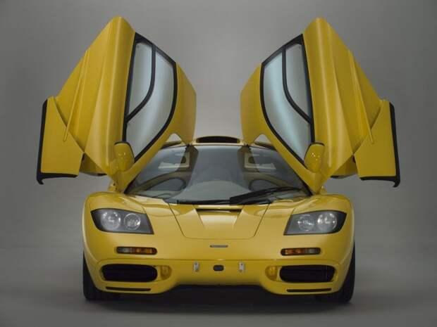 С этим образцом цвета Dandelion Yellow можно вернуться назад во времени и посмотреть на настоящую легенду автопрома глазами человека, только что купившего машину с завода. mclaren, mclaren f1, авто, аукцион, коллекция, спортивный автомобиль, спорткар, суперкар