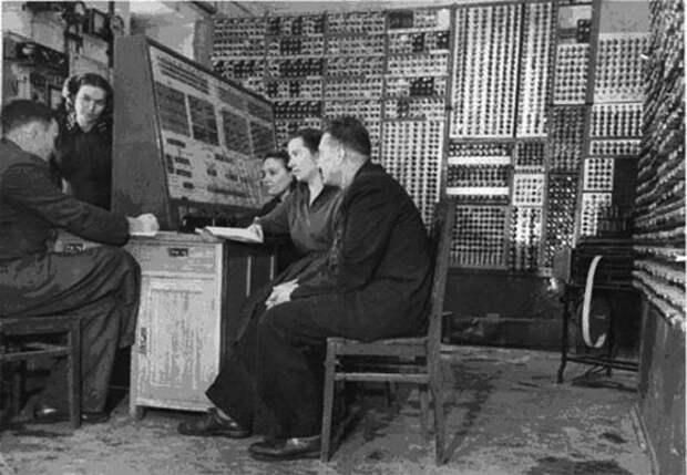 Большая электронная счетная машина (БЭСМ)
