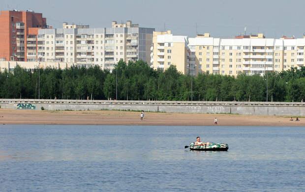 DSC 52051 Нефасадный Петербург: вид с воды