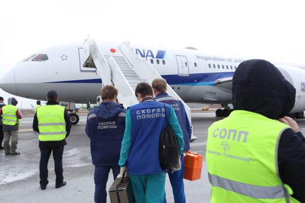 Японский Boeing Dreamliner в Новосибирске встретили реаниматоры