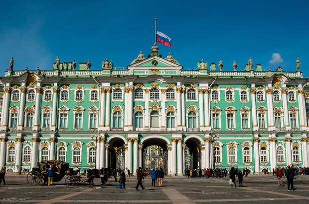 Прохладный прием: власти Северной столицы хотят встретить Новый год без туристов