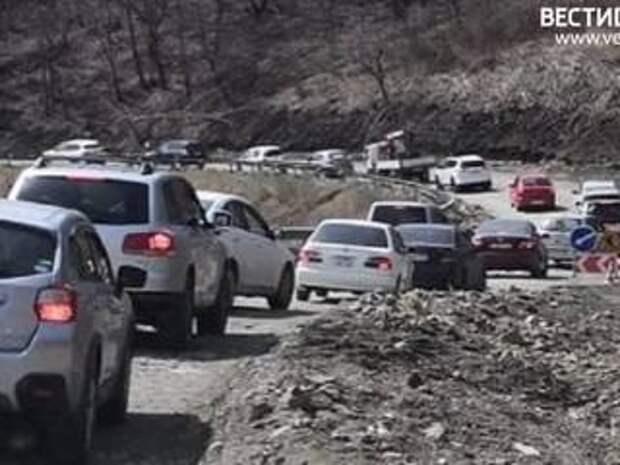 При въезде в Находку водителей ждет многокилометровая пробка