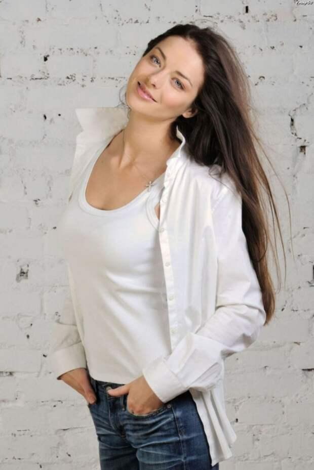 Шикарная Марина Александрова в эффектной фотосессии 2010 года.