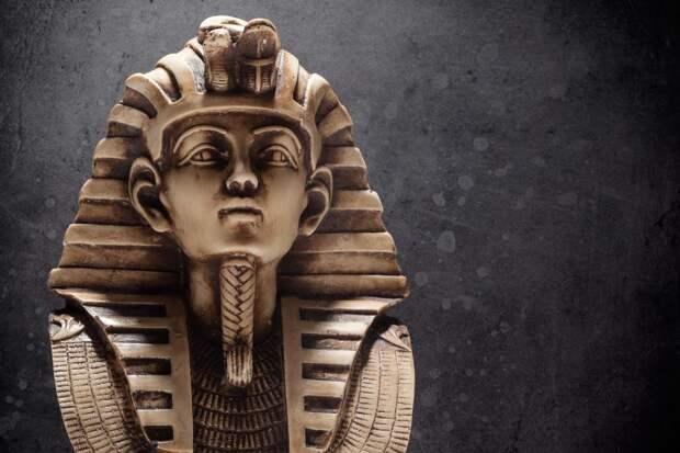Каменная маска фараона Тутанхамона