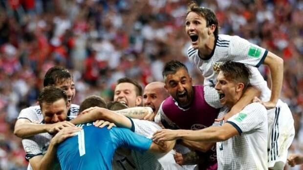 Как любители футбола отпраздновали победу сборной РФ (ВИДЕО)