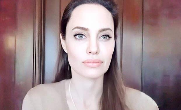 """Анджелина Джоли высказалась о равноправии: """"Почему так много женщин до сих пор не осознают собственную значимость?"""""""