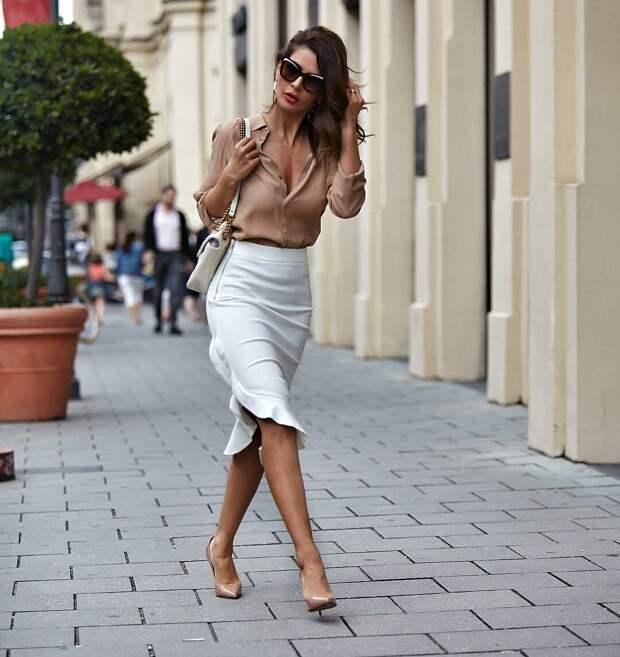 С чем носить бежевые блузки и рубашки: 15 элегантных вариантов