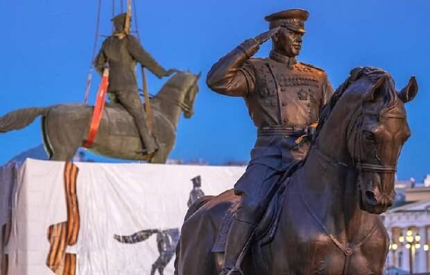 4 самых странных и неоднозначных памятника России