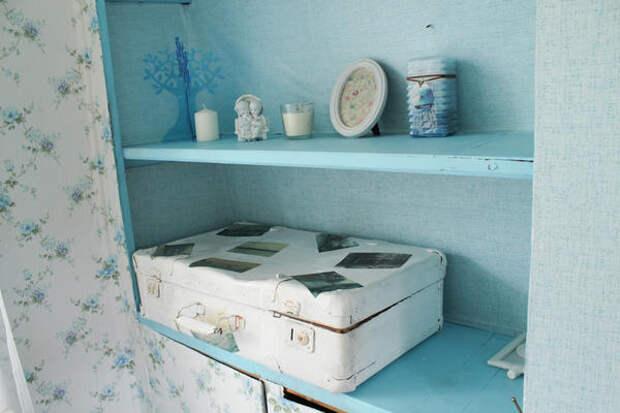 полки и чемодан для хранения белья (декорирован вручную)