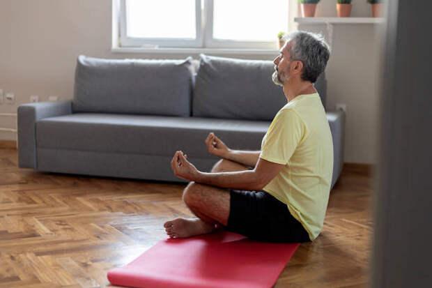 спокойствие и расслабление - дыхательная гимнастика стоковые фото и изображения