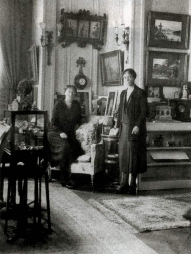 в.к. Ксения и в.к. Ольга в Видере в день смерти матери