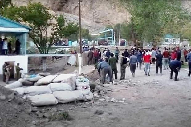 Более 30 граждан Киргизии погибли в ходе конфликта с Таджикистаном