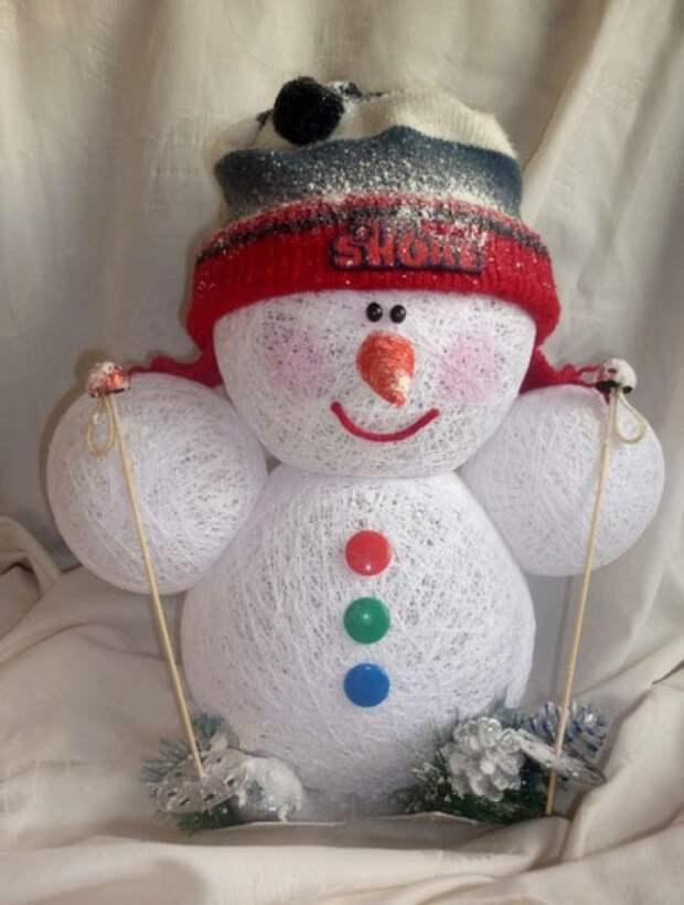 САМОДЕЛКИ.  Снеговичок из ниток