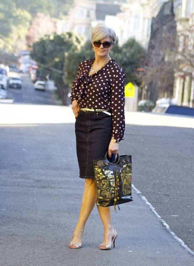 С чем носить юбку летом: непринужденные и стильные образы для женщин 50+
