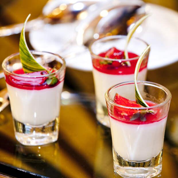 Молочный коктейль совкусом капкейка и совзбитыми сливками