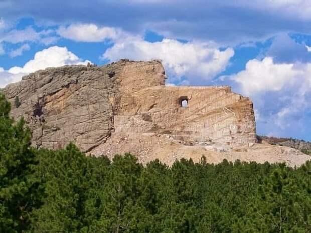 Мемориал Бешеного (Неистового) Коня. Южная Дакота. Давайте его на скаку остановим.