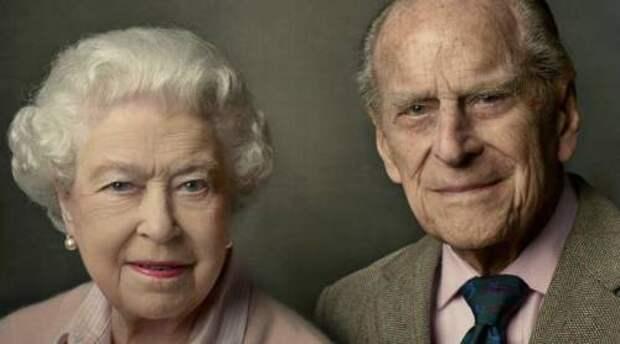 Почему королева Елизавета II сидела одна на похоронах принца Филиппа?