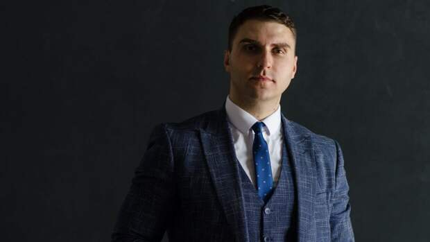 Юрист рассказал, чем может закончиться конфликт Краснова и артиста из «Интернов»