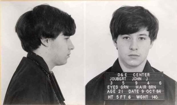 Джон Джуберт— серийный маньяк, из-за мучений которого отменили электрический стул