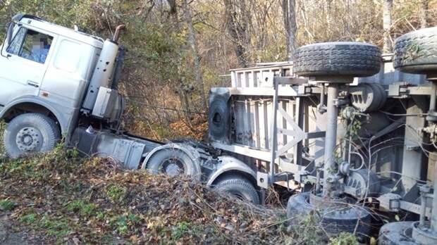 На горной дороге под Судаком у грузовика отказали тормоза