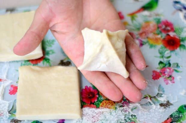 Сырная закуска из слоеного теста, простейший рецепт: фото шаг 3
