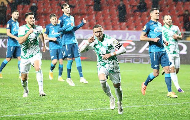 В матче с «Краснодаром» у «Зенита» украли пенальти. А в игре с «Ахматом» влепили беспричинно