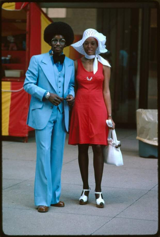 Пара американских стиляг на улице Чикаго.