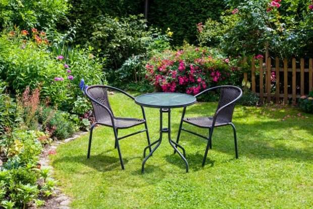 обеденная зона в саду