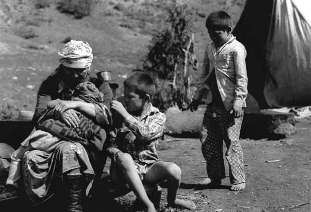 Оше и Узгене сразу после резни. 1990.