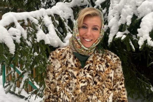 Бондарчук устроила фотосессию врусском стиле вновогоднем лесу