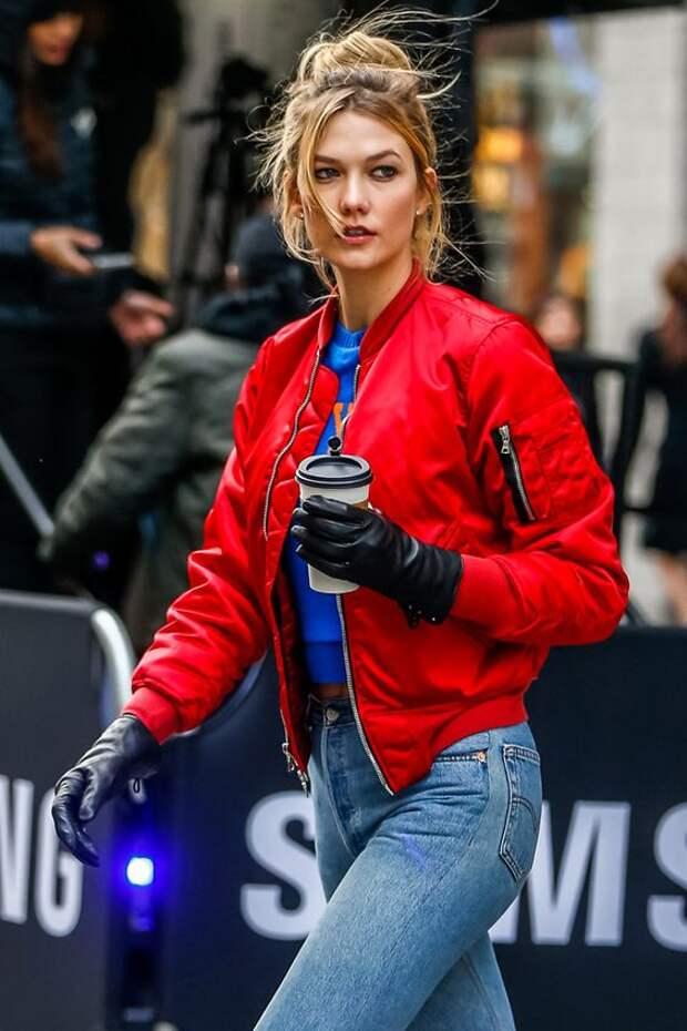 С чем носить модный женский бомбер сезона 2021