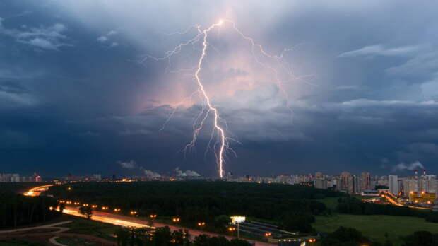 О редкой погодной аномалии предупредили москвичей
