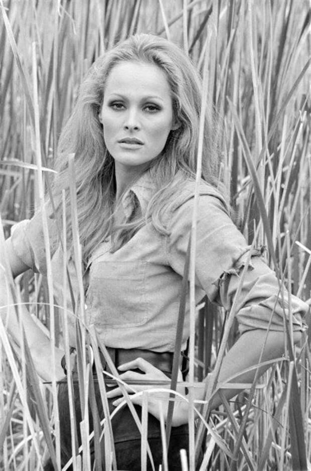 """Урсула Андресс на съемках фильма """"Доктор Ноу"""" 1962 год."""