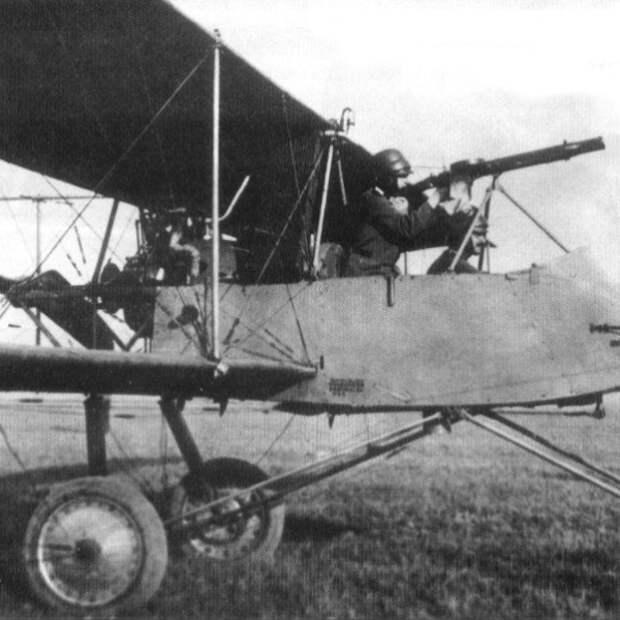 8.Самолет-разведчик Voisin LA с пулеметом Lewis.