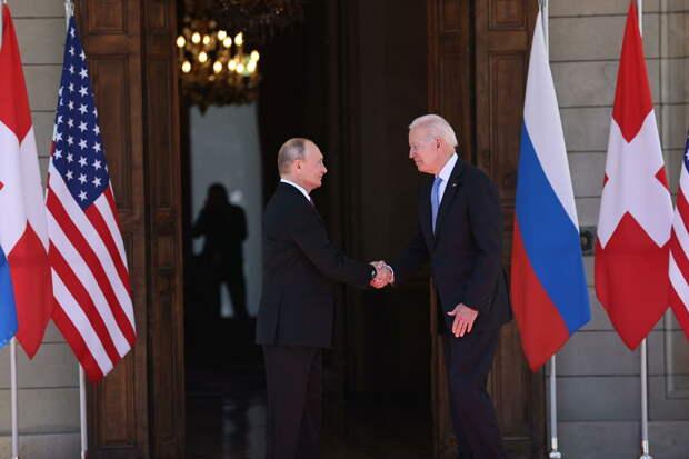 Президент РФ Владимир Путин и президент США Джо Байден во время встречи в Женеве на вилле Ла Гранж - РИА Новости, 1920, 17.06.2021