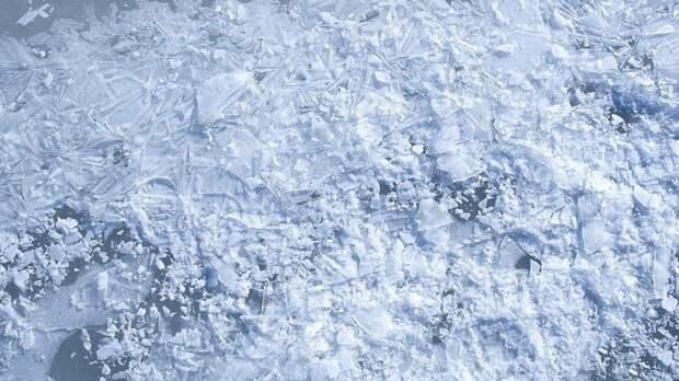 Спасатели предупредили об опасности выходить на лёд на водоёмах в ЯНАО