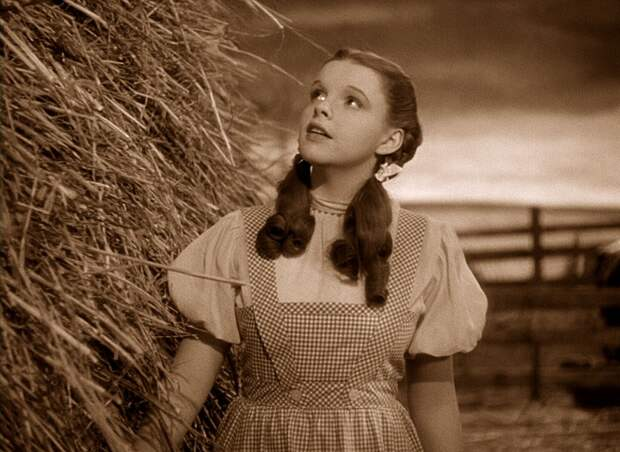 Judy Garland в роли Дороти.   Фото: yourentertainmentnow.com.