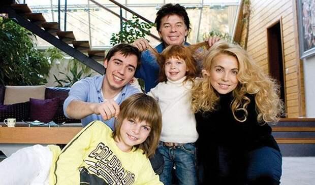 «Рыжая заря Олега Газманова»: какой выросла единственная дочь певца