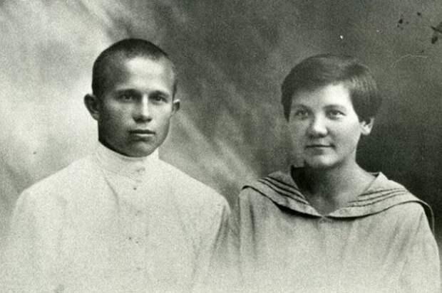 Почему жену Хрущёва считали бандеровкой