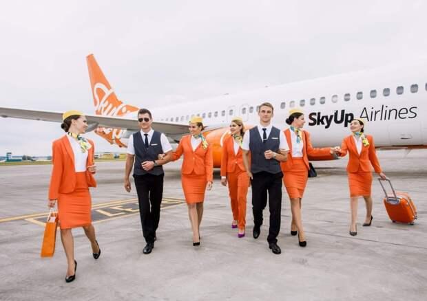 Украинский лоукостер SkyUp изменил дресс-код для своих стюардесс и теперь в этой форме можно сразу идти в спортзал