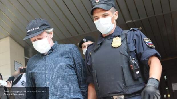 Михаил Ефремов прибыл в Пресненский суд