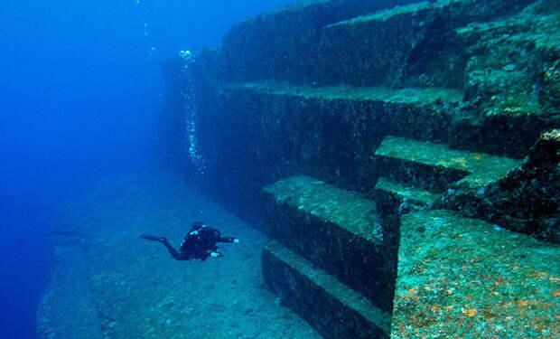 Дайверы исследовали подводную лестницу, ведущую в океанский разлом: ступени высотой в 5 метров