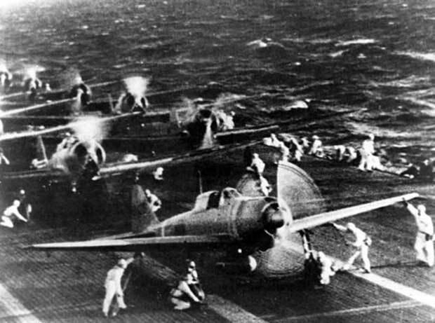 Японский морская авиация подготовить снять с самолета ...
