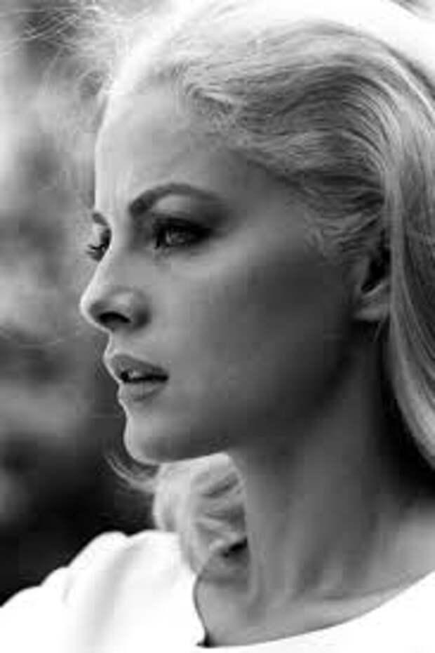 Белоснежная красота Вирны Лизи.