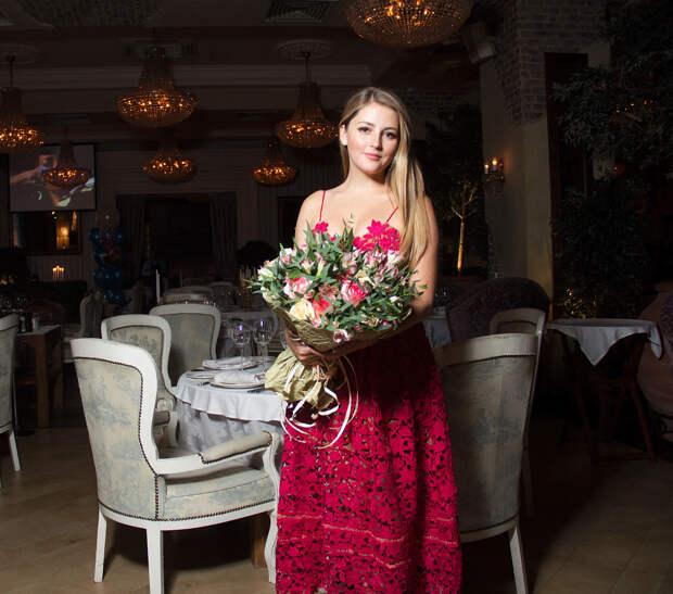 """Звезда сериала """"Карпов"""" Анна Михайловская во всей своей красе."""