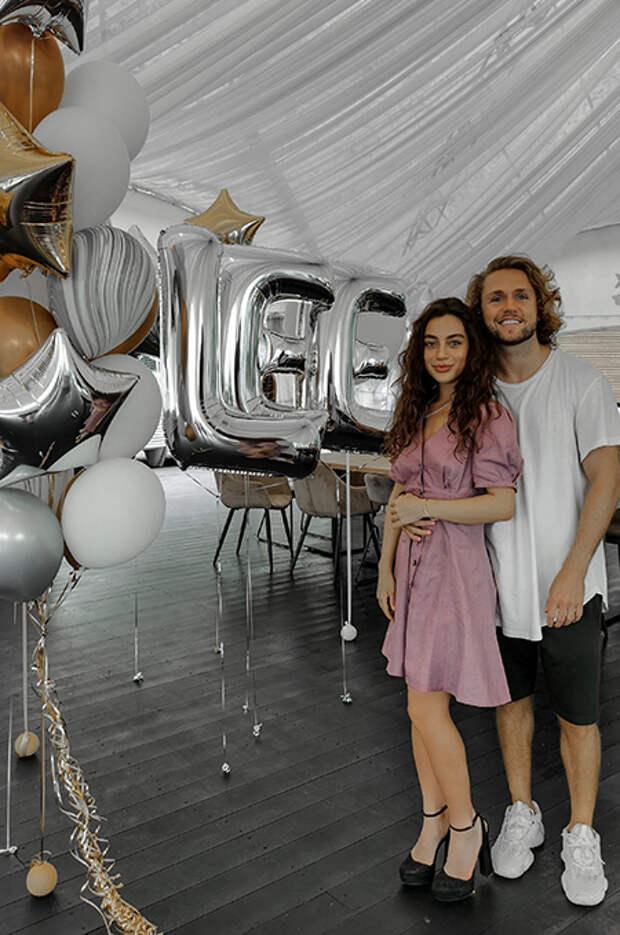 Влад Соколовский устроил сказочный день рождения для своей девушки Лины Сурковой: первые фото пары
